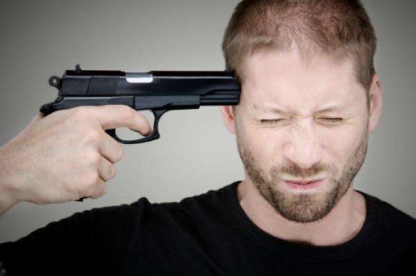 Открытка, картинка с пистолетом у головы